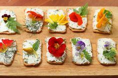 canapes con flores comestibles (2)