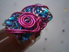 Funkelnder Ring mit pink und türkis in wirework von kunstpause auf DaWanda.com
