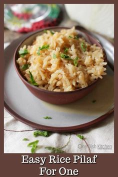 Rice pilaf is a wonderful side dish that is so easy to make. See just how using these simple steps with just a few flavorful ingredients can transform a side dish of rice. Made with broth, onions, garlic, and butter, this wonderful rice pilaf can be ready Rice Side Dishes, Side Dishes Easy, Side Dish Recipes, Rice Recipes, Salad Recipes, Easy Rice Pilaf, Rice Pilaf Recipe, Cooking For One, Seafood