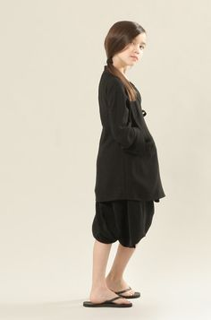 Cecile Black Coat by SHIHOSHI. Very simple style.
