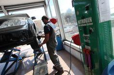 En el 2014 contamos con equipo humano 5 personas con más de 30 años de experiencia en el sector  y toda la maquinaria para atender el nuevo servicio de neumáticos.