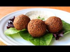 Falafel, a traditional Middle Eastern chickpea fritter, is a popular meatless fast food meal that is served worldwide.Crispy and golden brown on the outside and soft and fluffy on the inside, falafel can be enjoyed on their own or stuffed into pita How To Make Falafel, Chickpea Fritters, Most Delicious Recipe, Vegan Recipes, Cooking Recipes, Easy Recipes, Egyptian Food, Food Wishes, Falafels