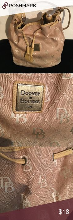 DOONEY BOURKE TOTE BAG DRAWSTRING SHOULDER PREOWNED WITH SOME MINOR COSMETIC WEAR. HAS A SHOULDER STRAP Dooney & Bourke Bags Totes
