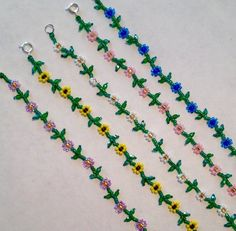 Daisy Chain Choker These sweet daisy chain chokers are so pretty and fresh! I've been making them forever but just recently added the fire polished Seed Bead Bracelets, Seed Bead Jewelry, Cute Jewelry, Jewelry Crafts, Daisy Chain, Beaded Jewelry Patterns, Bracelet Patterns, Anklet Designs, Bijoux Diy