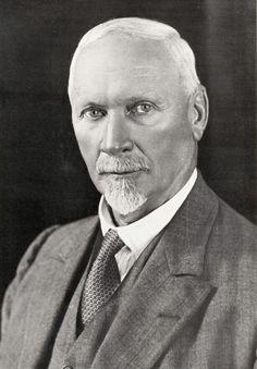 2 de Eerste Minister Jan Christiaan Smuts. 1919-1924 en weer 1939-1948