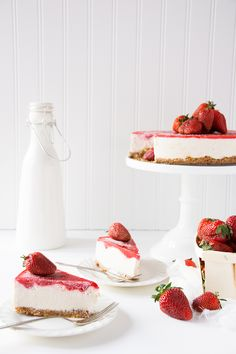 19. Strawberry Vanilla Bean Raw Vegan Cheesecake #healthy #coconutmilk #recipes http://greatist.com/eat/coconut-milk-recipes-for-every-meal