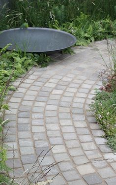 This article contains the most beautiful garden paths and walkways. Adding one of these paths and walkways to your outdoor will make it wonderful. Path Design, Landscape Design, Garden Design, Landscape Steps, Landscape Architecture, Garden Paving, Driveway Landscaping, Landscaping Software, Landscaping Ideas