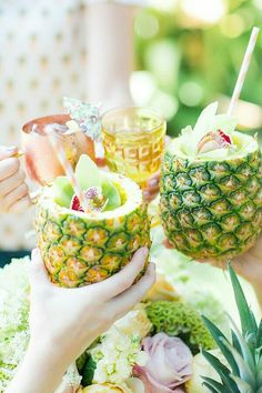 Send summer out with a bang with ideas inside this Pineapple Garden Party at Kara's Party Ideas. The drinks look divine and the decor is splendid! Cocktails For Parties, Party Drinks, Garden Parties, Summer Parties, Party Garden, Tropical Party, Tropical Paradise, Luau Party, Summer Time