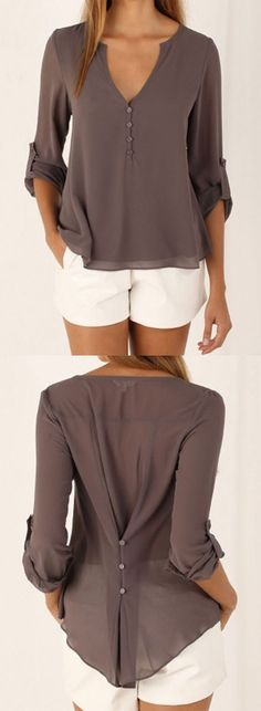 Looking for ideas on what to wear for summer? What are the latest summer fashion trends for women? We have a collection of fabulous and trendy summer clothes for women. Blouse Col V, Blue Blouse, Summer Outfits, Casual Outfits, Casual Shirt, Beach Outfits, Summer Clothes, Summer Pants, Beach Dresses