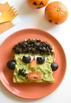 Make breakfast spooky and fun as your turn your favorite gluten free meal into these Frankenstein Avocado Toasts! Halloween Treats For Kids, Halloween Appetizers, Halloween Party, Halloween 2020, Spooky Halloween, Happy Halloween, Yummy Snacks, Healthy Snacks, Healthy Breakfasts