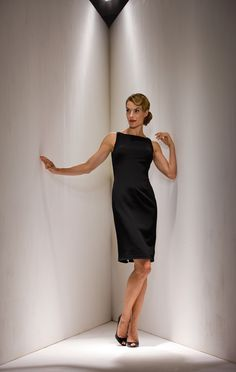 2015 Straps Zipper Black Satin Knee Length Sheath Mother of the Bride Dresses MBD0099