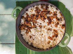 Krummelpap met brosgebraaide kaiings South African Recipes, Ethnic Recipes, Kos, Macaroni And Cheese, Recipies, Snack Recipes, Meet, Recipes, Snack Mix Recipes