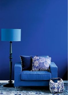 - Mix blue hues of the furniture and walls Blue Rooms, Blue Walls, Bleu Indigo, Style Deco, Himmelblau, Blue Aesthetic, Modern Interior Design, Shades Of Blue, Colorful Interiors