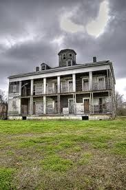 LeBeau House in Arabi, Lousiana.  The Domino sugar plant is nearby. Click photo for story.