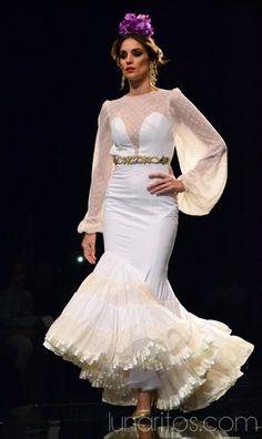 "Simof 2015: ""Mediterráneo"" de Patricia Pajares Bazarot Beautiful Dresses, Nice Dresses, Formal Dresses, Flamenco Dancers, Special Occasion Dresses, Bridal Dresses, Marie, White Dress, Glamour"