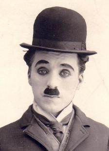 Charlie Chaplin, born in 1889 was the most famous silent movie-artist at the time. His sad eyes and mustache were widely known, and people enjoyed watching his movies. Silent Film Stars, Movie Stars, Classic Hollywood, Old Hollywood, Charles Spencer Chaplin, Es Der Clown, Photo Star, Photographie Portrait Inspiration, Mad Women
