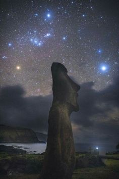 Orion above Easter island.  📸  Yuri Beletsky Nightscapes More on https://500px.com/ybeletsky