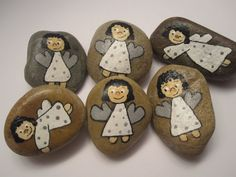 #Schutzengel, #Glücksbringer oder #Handschmeichler, egal wie man sie nennt,eine #Bastelidee, die viel Freude macht. Pebble Painting, Pebble Art, Stone Painting, Rock Painting, Hobbies And Crafts, Diy And Crafts, Arts And Crafts, Stone Crafts, Rock Crafts