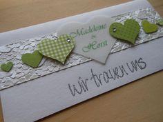 hochzeitskarten basteln auf weißem papier mit grünen herzen