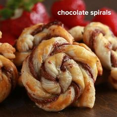 Chocolate Spirals Recipe by Tasty Here's what you need: nonstick cooking spray, flour, puff pastry, chocolate hazelnut spread, egg Nutella Puff Pastry, Puff Pastry Desserts, Tasty Pastry, Chocolate Pastry, Puff Pastry Recipes, Pastries Recipes, Breakfast Puff Pastry, Chocolate Chocolate, Chocolate Cupcakes