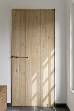 Purchasing interior barn doors is easy and there are many available options to choose from. Consider the different factors in choosing the right barn door from Doors And Floors, Windows And Doors, Barnyard Door, Cabin Doors, Barn Kitchen, Home Modern, Rustic Bathrooms, Mediterranean Homes, Interior Barn Doors