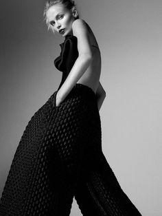 THEATRE Publication: Vogue Russia April 2015 Model: Natasha Poly Photographer: Txema Yeste Fashion Editor: Olga Dunina Hair: Vi Sapyyapy Make-up: Tyron Machhausen Nails: Lucia Cheptene