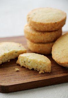 takacocoさんの「クセになる塩クッキー、チーズと黒胡椒のサブレ」レシピ。製菓・製パン材料・調理器具の通販サイト【cotta*コッタ】では、人気・おすすめのお菓子、パンレシピも公開中!あなたのお菓子作り&パン作りを応援しています。