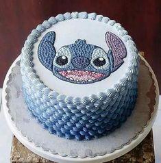 Lilo and Stitch Cake Disney Desserts, Cute Desserts, Disney Cakes, Disney Food, Lilo And Stitch Cake, Lilo Y Stitch, Beautiful Cakes, Amazing Cakes, Bolo Diy