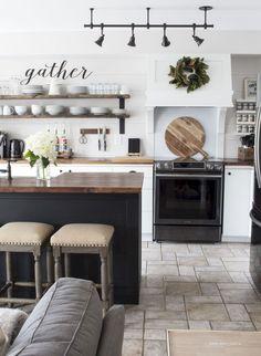 Adorable 45 Awesome Farmhouse Kitchen Island Decor and Design Ideas https://bellezaroom.com/2018/01/08/45-awesome-farmhouse-kitchen-island-decor-design-ideas/