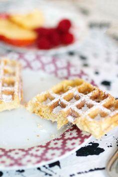 Belgische Waffeln mit Hagelzucker - Unser allerliebstes Waffelrezept My Favorite Food, Favorite Recipes, My Favorite Things, Waffles, German, Breakfast, Belgian Waffles, Sugar, Food And Drinks