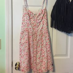 Dress Cute floral sundress from Abercrombie! Worn once. Has pockets Abercrombie & Fitch Dresses Mini