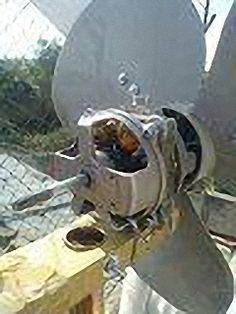 Aerogenerador casero con un ventilador viejo (pruebas)   Desarme un ventilador viejo, le quite las bobinas y le puse nuevas con 120 vueltas cada uno de las 5 que permite hacer,
