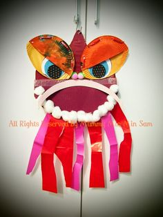 I saw my dear friend Min Min shared what she done together with her son, Bobo: Tada~ I love this lively lion dance puppet very much! Chinese Arts And Crafts, Chinese New Year Crafts For Kids, Chinese New Year Activities, Chinese New Year Decorations, New Years Decorations, Art For Kids, Theme Nouvel An, Cat Pattern Wallpaper, Dance Crafts