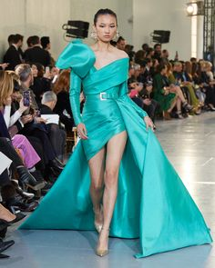 ELIE SAAB Haute Couture Spring Summer 2020 Fashion Fail, 2020 Fashion Trends, Fashion Show, Fashion Design, Couture Fashion, Runway Fashion, Latest Fashion Clothes, Fashion Outfits, Fashion Drawing Dresses