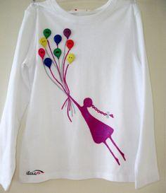 Koszulka dla dziewczynki ręcznie malowana perłową farbką, która się mieni w słońcu. Rozmiar 110/116