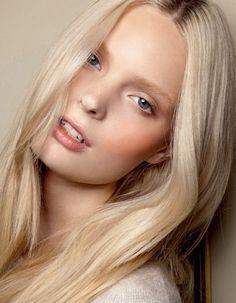 fresh light make-up with bronzer powder and light orange blush