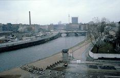 Blick aus dem Berliner Reichstag in Richtung Osten, 1980   by Kurt Tauber
