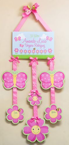 Adornos Personalizados para puertas – Nacimiento de Amanda Lucía Diy For Kids, Crafts For Kids, Diy And Crafts, Paper Crafts, Diy Y Manualidades, Baby Shawer, Frame Crafts, Mothers Day Crafts, Diy Canvas