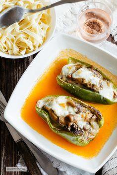 Pimientos rellenos de hongos cremosos. Receta fácil de temporada Veggie Recipes, Mexican Food Recipes, Diet Recipes, Vegetarian Recipes, Healthy Recipes, Ethnic Recipes, Veggie Food, Avocado Egg, Deli
