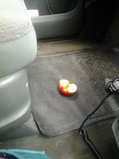 My husband smokes in the car. And a with our newborn coming anytime I had to get that smell out of our van. I took 2 apples cut them in half put 2 halves up front 2 in the back left them over night and the smell is gone! Best trick ever! Car Cleaning Hacks, Car Hacks, Diy Cleaning Products, Car Paint Repair, Apple Cut, Smoke Smell, Car Freshener, Clean Freak, Diy Car