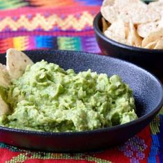 This easy but authentic recipe for Guatemalan Guacamole is the ideal appetizer for Cinco de Mayo or casual get togethers with friends. Gourmet Recipes, Mexican Food Recipes, Healthy Recipes, Easy Recipes, Guacamole Recipe, Avocado Recipes, Fruit Smoothie Recipes, Healthy Smoothies, Guatamalan Recipes