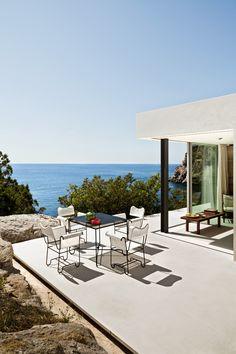 + Une maison posée sur un rocher | AD Magazine. Ibiza +