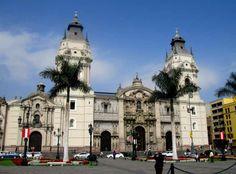 Catedral de #Lima en Plaza de Armas http://www.placeok.com/blog-de-viajes-peru-caminatas-lima/