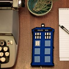 Doctor Who TARDIS Phone Charging Station | 29 Geek DIY's To Make Right Now