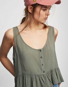 Top boutons bas volants - Blouses et chemises - Vêtements - Femme - PULL&BEAR France