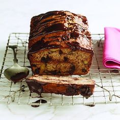 Try our revamped Chocolate-walnut banana bread recipe — it turns out whole wheat flour, flax seeds (and rum) make the original taste even better. Butter Tart Squares, No Bake Desserts, Dessert Recipes, Chatelaine Recipes, Chocolate Banana Bread, Healthy Chocolate, Butter Tarts, Banana Bread Recipes, Loaf Recipes