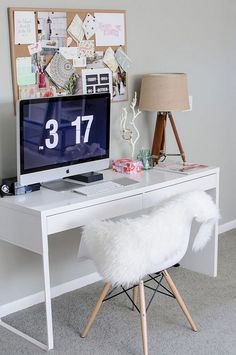Micke desk by IKEA is a great piece to get for any small space – I can't imagine a better desk to fit a small nook. Micke is great as a working desk . Home Office Space, Home Office Desks, Ikea Office, Office Spaces, Bureau Ikea Micke, Diy Computer Desk, Imac Desk, Diy Desk, Desk Inspiration