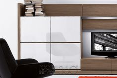 People 82 Modern Wall Unit Telaio Cabinets with Glass Doors Cloe-up