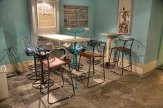 Bibicleta Bar (Bucarest, Rumanía) Diseñado por Alina Turdean, utiliza muebles originales hechos a partir de antiguas bicicletas de la marca Pegas (una antigua empresa rumana ya desaparecida).