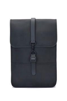 41c27188c6b De Rains Original Backpack Mini is een compacte rugzak met speels design.  Deze minimalistische,